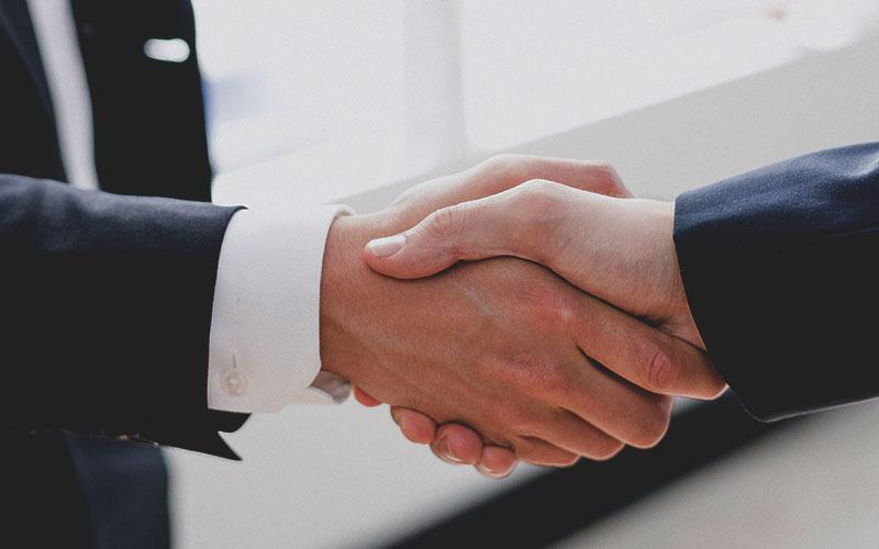 La prévention par un accompagnement ici photo d'une poignée de mains